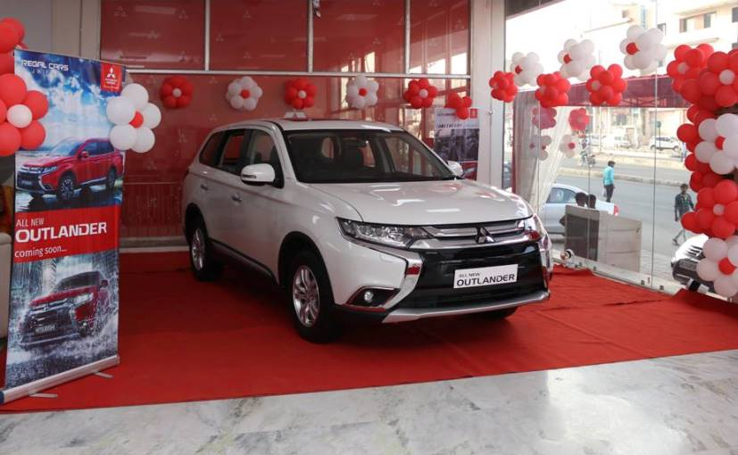 2018 Mitsubishi Outlander arrives at the dealer stores before its launch.._