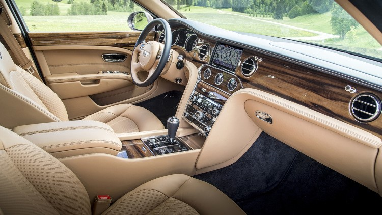 The New Infotainment Is An 8 Inch Touchscreen A 4g Lte Wifi Hotspot And Le Carplay Connectivity Bentley Also Offers Optional