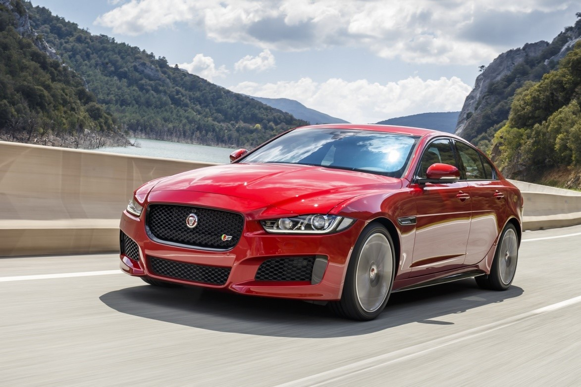 New-Ingenium-petrol-engine-for-Jaguar-XE-and-XF-models